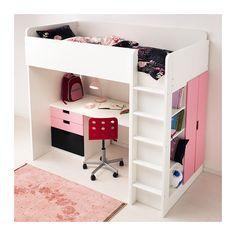 Der Schreibtisch kann parallel oder rechtwinklig zum Bett angebracht werden.