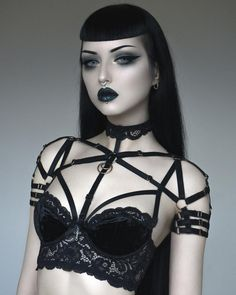 The perfect layering piece! Strappy shoulder harness, fully adjustable and comes in sizes. Comes in gold and silver metal. Diesel Punk, Goth Beauty, Dark Beauty, Women's Beauty, Alternative Mode, Alternative Fashion, Gothic Girls, Steam Punk, Sexy Lingerie