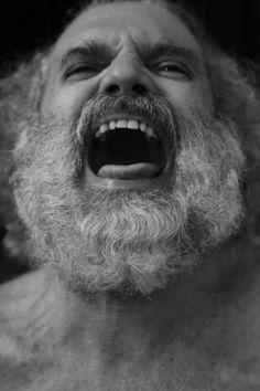 """""""Elefante"""" com direção de Igor Angelkorte envolve a temática sobre qual o limite do homem que busca a juventude eterna. Alguns cientistas afirmam que dentro de 50 anos o homem não mais morrerá de velhice. A morte será encarada como uma """"doença curável"""", uma gripe. http://www.maisteatro.com/espetaculo/elefante"""