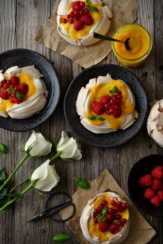 Sweet Gula: Mini Pavlovas c/ Lemon Curd e Frutos Vermelhos