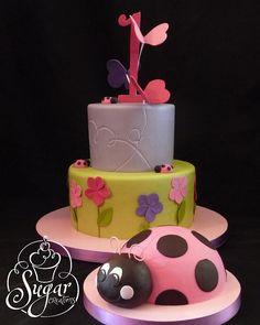 Love the ladybug smash cake! Ladybug Smash Cakes, Cake Smash, Kid Cakes, Cupcake Cakes, Cupcakes, 1st Birthday Cakes, Birthday Ideas, Ladybug 1st Birthdays, Cake Candy
