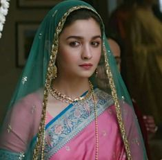 Alia Bhatt latest look from movie Raazi Bollywood Heroine, Bollywood Actress, Indian Bollywood, Bollywood Stars, Bollywood Lehenga, Alia Bhatt Lehenga, Aalia Bhatt, Alia Bhatt Cute, Hindi Actress