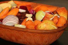 Saftig Skinkstek Lchf, Serving Bowls, Fruit, Tableware, Kitchen, Food, Prom Dresses, Bowls, Baking Center