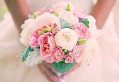 Ramos de novia con peonías: Fotos de las propuestas - Modelo de ramo de novia con peonías de inspiración romántico