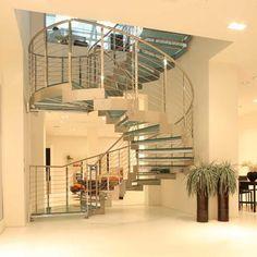 Grazie alla ricchezza dei materiali, Edilco vi consente di creare la scala che desiderate, con rifiniture personalizzate per ogni necessità architettonica e di design. Per destinazione residenziale o per uso commerciale ed infrastrutture, le scale per interni di Edilco fanno della flessibilità e dello stile il loro punto di forza.