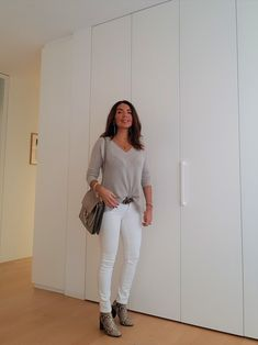 Outfit des Tages: Grau und Weiss für den Winter – no time for style Fashion Over 40, New Fashion, Trendy Fashion, Fashion Outfits, Outfit Des Tages, Fashion Design Sketches, Chloe, Spring Fashion Trends, Winter Outfits