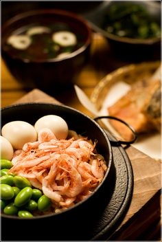 Japanese Kamameshi, Iron Pot Rice with Sakura-ebi Pink Shrimp, Edamame Peas and Quail Eggs|たっぷり桜海老の釜飯