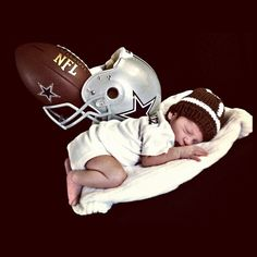 Dallas Cowboys baby photography. I'm so doing this with my baby.