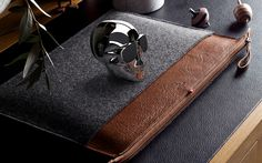 hard graft The Classic HG Laptop Folio: Maximizing device protection while maintaining a sleek and streamlined aesthetic, the latest from Porta Notebook, Notebook Case, Hard Graft, Leather Bag Design, Mens Toys, Leather Laptop Bag, Laptop Bags, Ipad, Clothes Horse