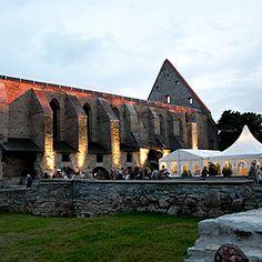 Birgitta Festivaalin suositut esitykset elokuussa Piritan luostarin raunioissa. Festivaalilla yhdistyvät keskiaikaisen luostarin taianomainen hämäryys ja musiikkiteatterin nykypäivä.