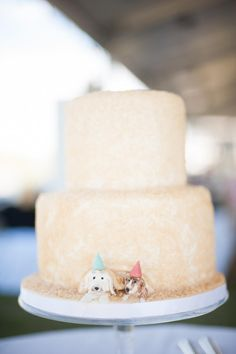 7 Amazing Animal Toppers That Liven Up Your Wedding Cake | https://www.theknot.com/content/animal-cake-toppers