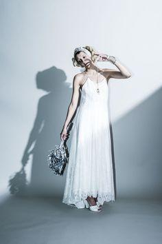 lace fringe dress …繊細なリバーレースを全面に使用したスリップドレス。 レースの内側には長く伸びたフリンジをあしらい、動きを持たせています。