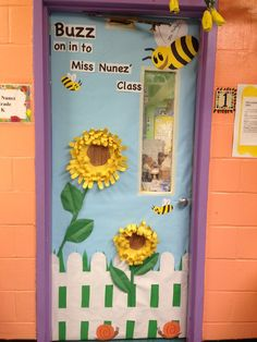 classroom themes for preschool | Kindergarten spring classroom door. | Classroom Ideas