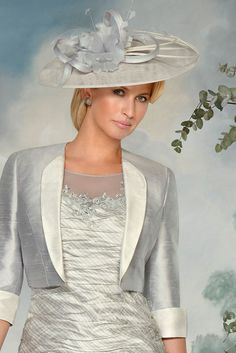 90399 (Condici) A medium sized fascinator in Platinum & Cream. The fascinator is placed on an alice band and is worn slightly to one side. To the top of the headpiece you have Sinamay ribbon detailing with feather and bamboo Read More...