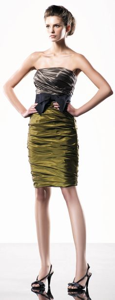 Strapless ruched knee-length dress