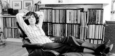 Reflections on Susan Sontag have yet to fully reckon with how fundamentally queerness shaped her writing and her life. Benjamin Moser's controversial new biography Sontag finally begins that co Susan Sontag, Norman Mailer, Hbo Documentaries, Biographer, Famous Books, Annie Leibovitz, Latest World News, Berlin Wall, The New Yorker