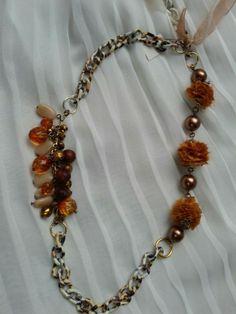 14777cb95f72 Collar cadena aluminio. Elementos textiles y cristal. Collier chaine en  aluminium. Élements textils et en cristal. Aluminum chain necklace.