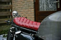 Honda CB750 // red quilted leather seat