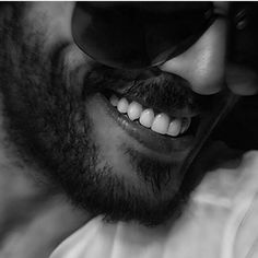 Laugh Profile Picture Images, Portrait Photography Men, Yoga Photography, Arab Men, Smiling Man, Bikini Images, Boys Dpz, Stylish Boys, Foto Pose