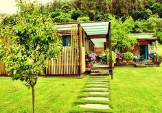 A Cabana de Carmen - Alojamiento #turismorural #galicia #costadamorte Cabana, Cottage Design, House Design, Cottage Exterior, Green Grass, Exterior Design, Terrace, Minimalist, Backyard