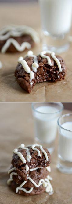 Double Chocolate Cheesecake Cookies by @howsweeteats I howsweeteats.com