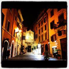une petite ruelle à Rome ..