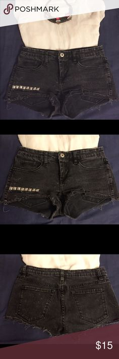 Charcoal Studded Shorts Des tresses short shorts complete with studs. These are super comfy and look great with a tee or fun top. Summer staple! Charcoal black color Blank Denim Shorts Jean Shorts