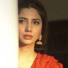 Pakistani Models, Pakistani Actress, Prettiest Actresses, Mahira Khan, Girl Thinking, Bollywood Celebrities, Muslim Women, All About Fashion, Beautiful People