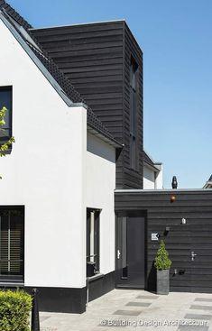 Garden Architecture, Modern Architecture, Bungalows, Building Design, Building A House, Bungalow Extensions, Home Exterior Makeover, Family House Plans, House Entrance