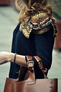 LOVE the color of the bag with the navy and gold