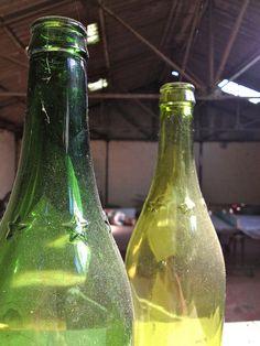 litre à étoiles ! Souvenir du passé... la bouteille étoilées qui était consignée d'une contenance d'un litre. Le litron de rouge qu'on envoyait les gamins chercher... :-)