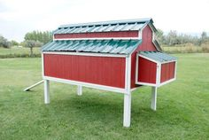This amazing chicken coop has several very practical features, and it looks great, too! We have instructions, photos and free downloadable plans.