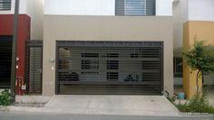 Puerta de garage con barrotes horizontales de diferentes tamaños
