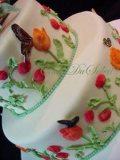 tulip and trumpet flower cake + tutorial Fondant Flower Cake, Cake Flowers, Flower Cakes, Candy Recipes, Cookie Recipes, Grandma Birthday Cakes, Texas Cake, Cake Decorating Tutorials, Cake Tutorial