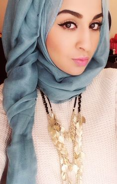 Cute and Fashionable Hijab Styles. Hijab is an essential part of Islam commonly associated with women, to cover their hair and other parts of the body. Gone are the days when women and girls would feel less confident wearing hijab. Islamic Fashion, Muslim Fashion, Modest Fashion, Korean Fashion, Fashion Dresses, Beautiful Muslim Women, Beautiful Hijab, Girl Hijab, Hijab Outfit
