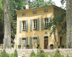 Inspiration for the lake house renovation - Photos of Pavillon de la Torse, Aix-en-Provence - Bed and Breakfast Images - TripAdvisor French Exterior, Stucco Exterior, Stucco Homes, Exterior Paint, Exterior Design, Stucco Paint, French Country House, French Farmhouse, French Cottage
