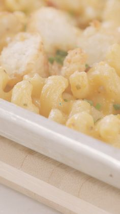 Looking for an easy at home recipe? Try this recipe for Sheet Pan Loaded Baked Potato Mac & Cheese. This recipe comes together easily using supermarket shortcuts from David Venable. Check out this week's episode of Half Homemade. Easy Delicious Recipes, Yummy Food, My Favorite Food, Favorite Recipes, Sheet Pan Suppers, Loaded Baked Potatoes, Home Recipes, Mac And Cheese, Low Carb Recipes