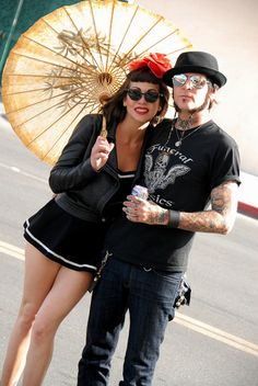 love the parasol :) Rockabilly Couple, Rockabilly Fashion, Retro Fashion, Fashion Show, Vintage Fashion, Rockabilly Style, Vintage Style, Rock Roll, Pin Up Style