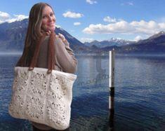 Borsona Varenna crochet tote bag pattern by NTmagliaCrochet Bags Handtaschen Crochet Purse Patterns, Bag Crochet, Crochet Shell Stitch, Crochet Handbags, Crochet Purses, Filet Crochet, Sac Granny Square, Granny Squares, Tote Bag