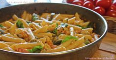 Bastano davvero pochi ingredienti per portare in tavola le penne cremose del contadino, un primo piatto che racchiude tutti i profumi e i sapori dell'orto.