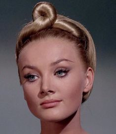 Retro Makeup, Vintage Makeup, Vintage Beauty, Classic Beauty, Timeless Beauty, Barbara Bouchet, Nights In White Satin, Interesting Faces, Vintage Hollywood
