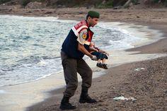 La muerte de los niños refugiados sirios, Aylan y Galip, remueve entrañas de Europa      Galip de c...