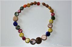 Ausgefallene Halskette bestehend aus 27 handgefertigten Perlen aus Polymer Clay. Die Perlen sind mit Blattmetall verziert.     Polymer Clay ist eine o