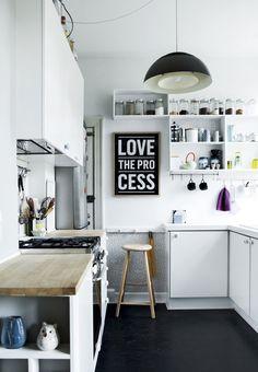 Inspiração que vem de Copenhage: cozinha de inspiração escandinava, pequena, prática e muito mimosa. (crédito imagem: boligmasinet)