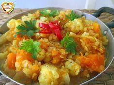 Il dahl di lenticchie è un classico della cucina indiana, un piatto vegan pieno di gusto, nutriente e facile da preparare. Qui con tante verdure di stagione
