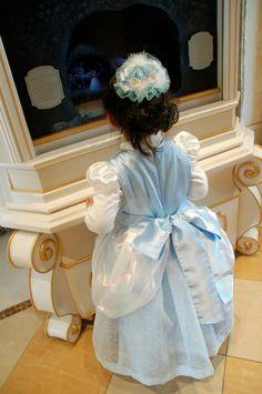 #Cinderella #dress #girl    #Disney #princess シンデレラ風のドレス。ディズニーランドのシンデレラ城のなかで。