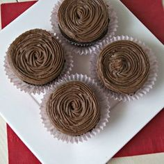 One Bowl Chocolate Cupcakes — Recipe from La Phemme Phoodie