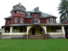 I wish there was a way to buy and restore this house. It could be a beauty.