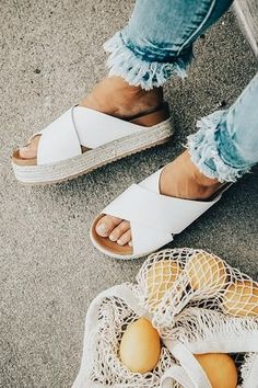 Summer outfit inspiration. Summer white. Summer style. Summer trends. Beach style. Warm weather outfits. Women's fashion. THE JOY OF J.