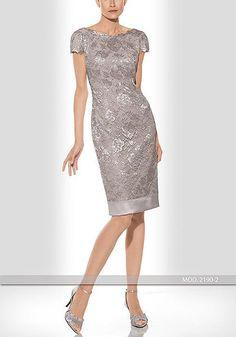 Vestido de madrina de la diseñadora Teresa Ripoll modelo 2190-2 realizado en encaje. Se puede hacer en manga francesa. Al ser un vestido de alta costura se realiza a medida. Si desea probárselo y ver el resto de la colección no dude en pedir una cita.